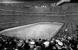b_300_300_14408667_00_images_Chicago_Stadium_1930-WikipediaCC.jpeg